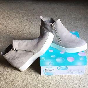 Fashion wedge sneaker